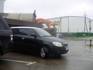 Автомобіль Усатова Дмитра Дмитровича після засідання суду по справам по виборам в селі Софіївська Борщагівка