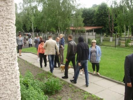Молодики які їздили та голосували по виборчим дільницям в селі Софіївська Борщагівка 27.05.2012 року