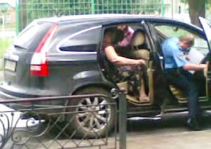 Кудрик вивозить бюлетні 30.05.2012 року 10