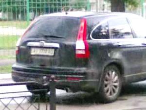 Кудрик вивозить бюлетні 30.05.2012 року 12