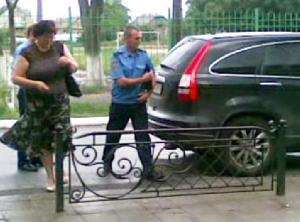Кудрик вивозить бюлетні 30.05.2012 року 5