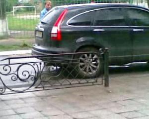 Кудрик вивозить бюлетні 30.05.2012 року 7