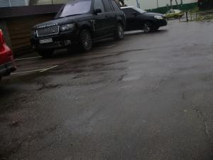 Усатов біля Міража Грін Грей Скарівський, Мартинов 07.06.2012 року о 10год 30 хв.JPG