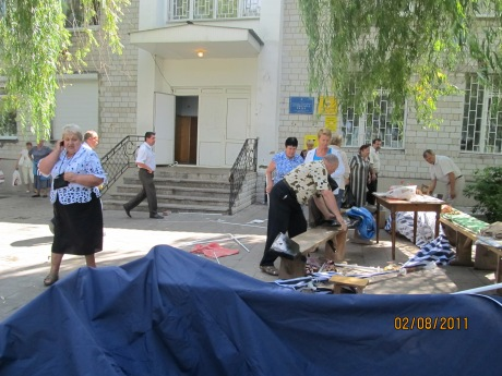 тітушки руйнують намети громади села Софіївська Борщагівка 02.08.2017 року 2