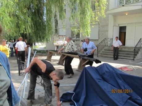 тітушки руйнують намети громади села Софіївська Борщагівка 02.08.2017 року 3