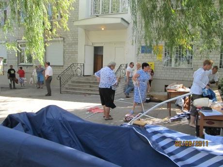 тітушки руйнують намети громади села Софіївська Борщагівка 02.08.2017 року 4